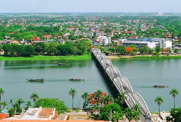 Hue Bridge, Best Time to Visit Hue