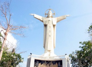 Statue of Outstretched Hands of Jesus