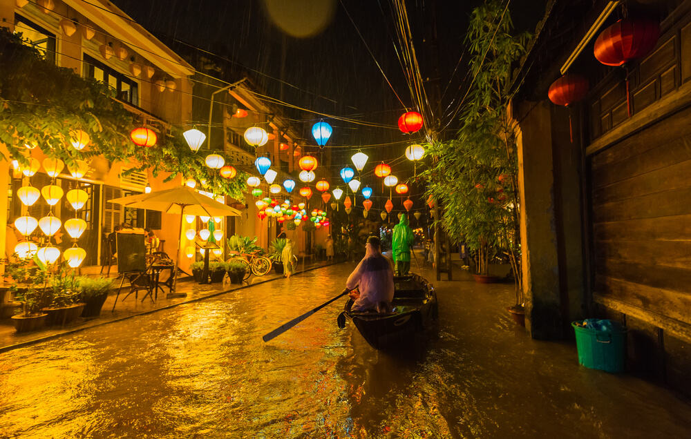 Hoi An Ancient town a heavy rainy day: Hoi An weather
