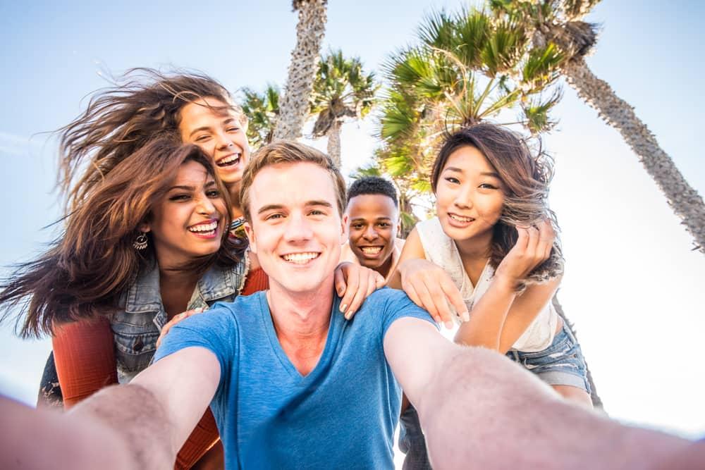 Student Tourists spend holidays to Vietnam