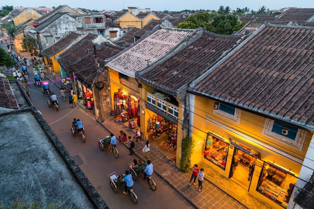 Take pictures on Hoi An ancient streets